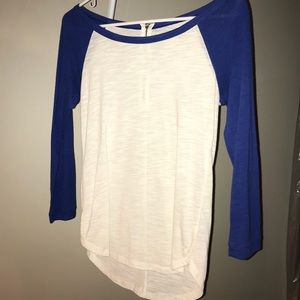 Tops - Super cute baseball tee